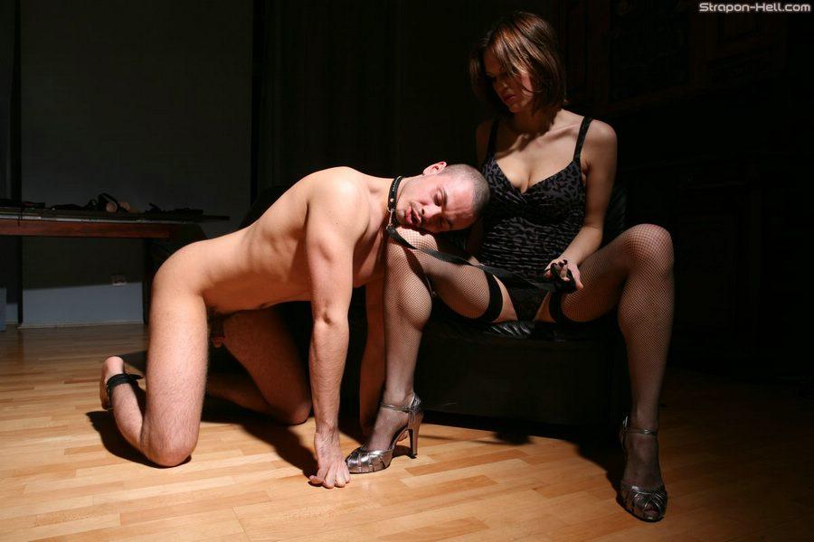 Подчинение страпон мужчин унижение доминирование